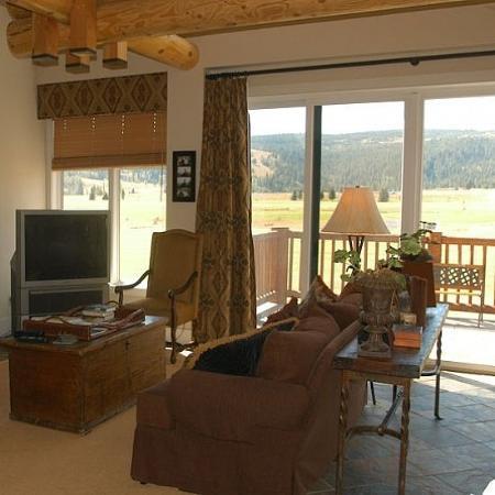Crail Creek Condominiums : Living room