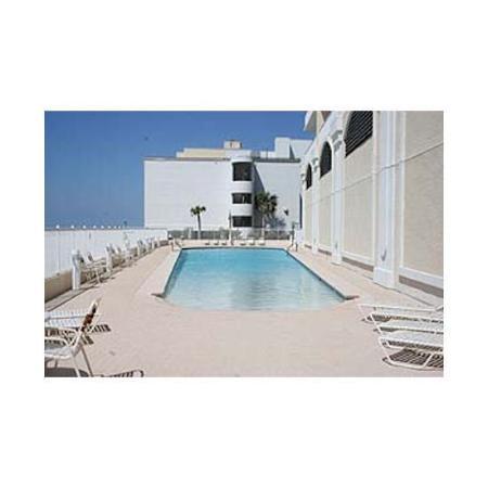 San Carlos Condominiums : Pool