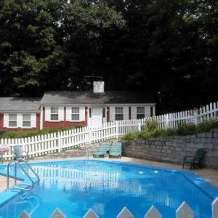 Oxen Yoke Inn, Motel & Cottages: Pool