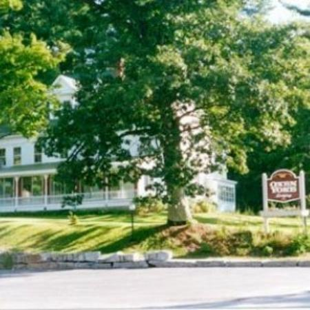 Oxen Yoke Inn, Motel & Cottages: Oxen Yoke Spring Exterior