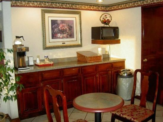 Executive Inn & Suites: Eating Area