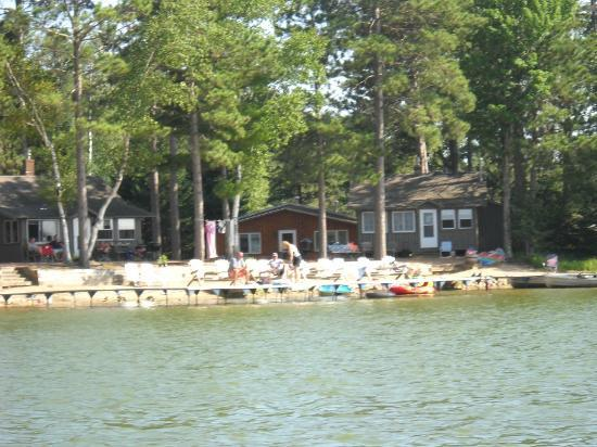 Cedaroma Lodge : Some of the cabins and the swim/sun pier