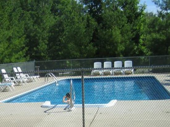 Legend Cottages: Pool View