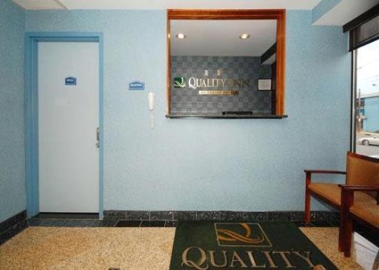 Quality Inn Floral Park: Lobby