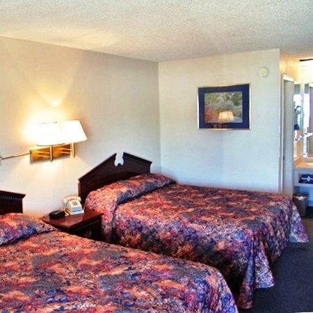 Economy Inn: Bed