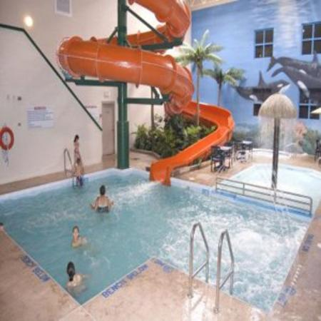 Canad Inns Garden City: Indoor Pool and Waterslide