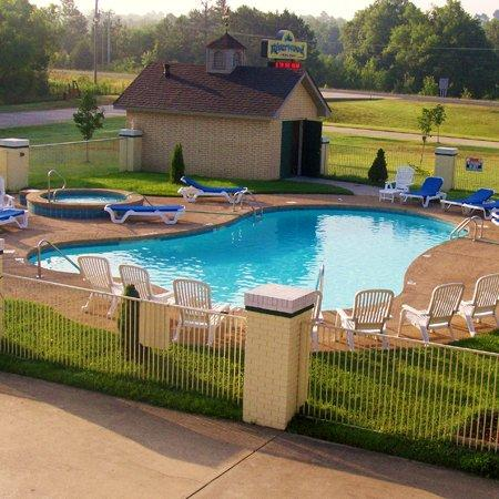 Riverwood Inn of Glenwood: Pool View