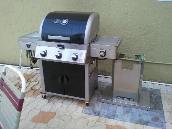 Jefferson Motel Apartments: grill cleaned daily