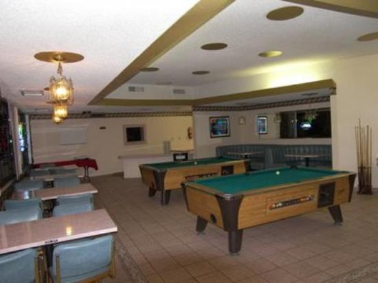 El Dorado Inn: Pool Room