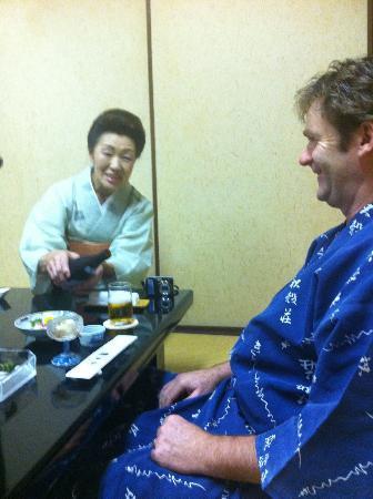 Kikokuso: Yoshimura san serving more beer!