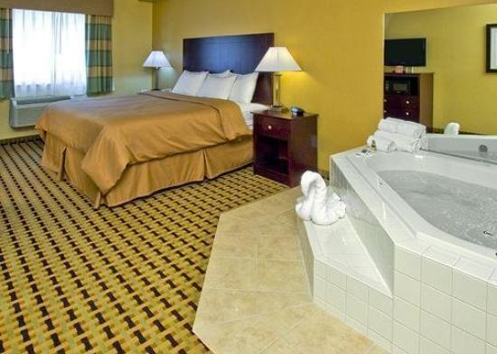Clarion Inn & Suites Atlantic City North : Guest Room