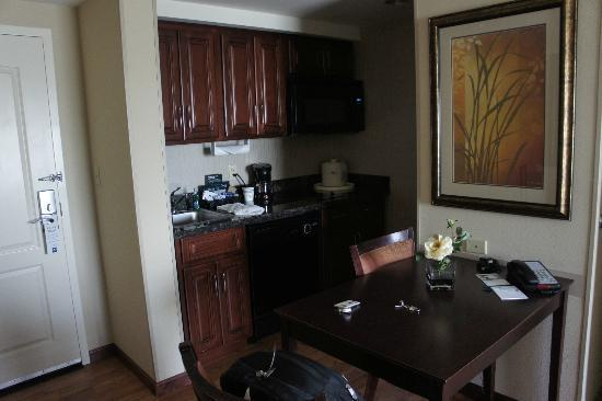Homewood Suites by Hilton Minneapolis-New Brighton : Kitchenette in the room