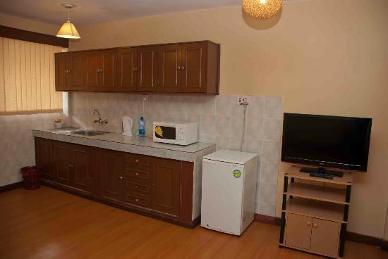 Progressive Park Hotel: Simple kitchen at Progressive Park