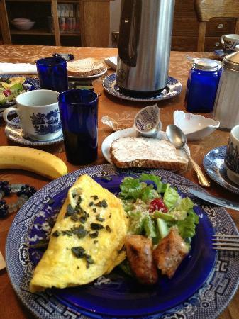 House of Two Urns Bed and Breakfast: Super declicious breakfast