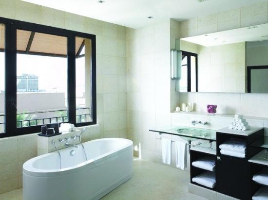 Park Hyatt Jeddah - Marina, Club & Spa : Bathroom