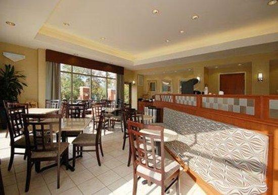 Holiday Inn Express Leland-Wilmington Area: Breakfast Area