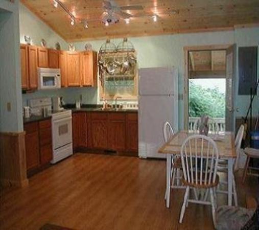 Nantahala Cabins : Cabin #6 - Kitchen