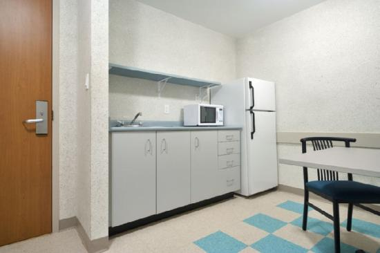 Residence & Conference Centre - Welland at Niagara College: Kitchenette