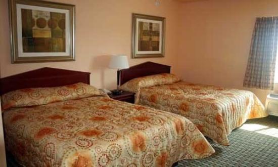 Days Inn & Suites Columbus NE: Queen Micros