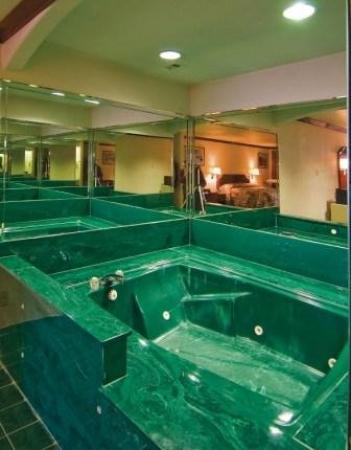 Regency Inn Suites Whirlpool