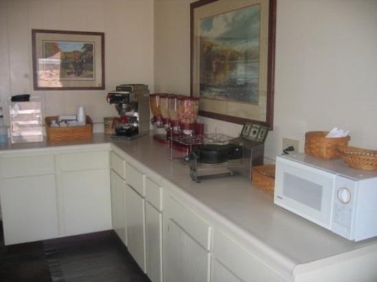 Country Squire Inn & Suites: BREAKFASTAREA