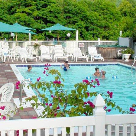 Lyn Aire Motel: Lynaire Motel Lake George NYPool