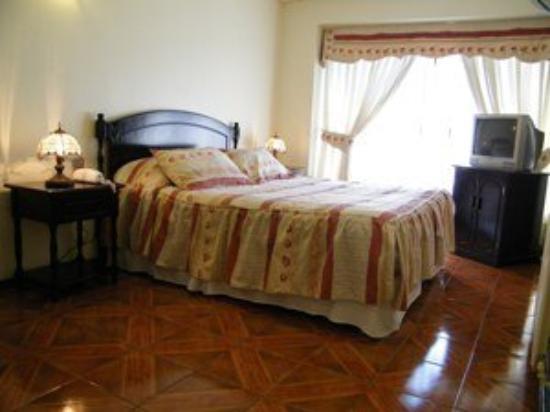 Puerta De Alcala: Suite