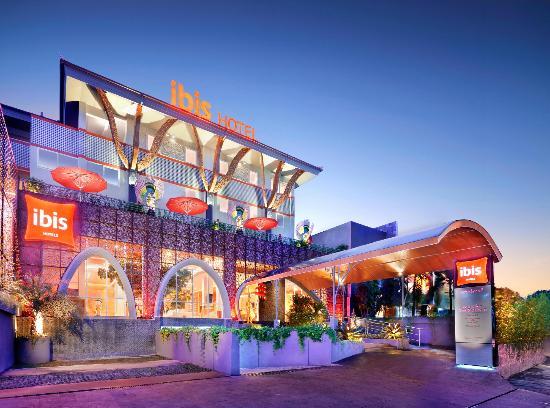 Ibis Bali Kuta: Hotel Facade 2