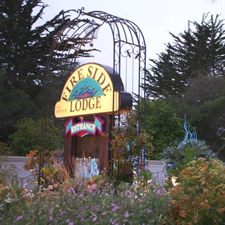 Monterey Fireside Lodge : Exterior View
