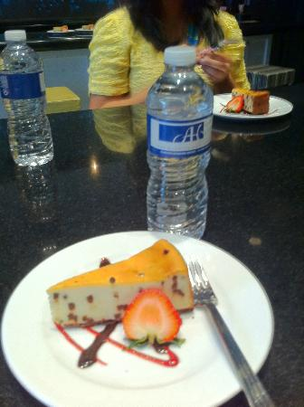 Chicago Chocolate and Dessert Tour : Allerton Hotel tasting plate - chocolate chip cheesecake