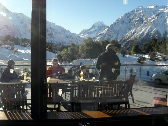 Peppers Bluewater Resort: Lunch at The Hermitage, looking at Mt Cook