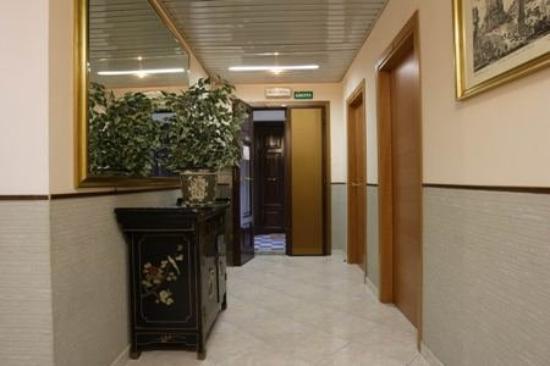 Hotel Lazzari: Corridor