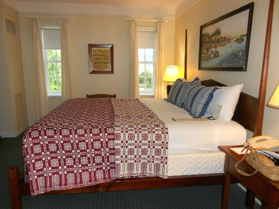 Williamsburg Lodge, Autograph Collection: bed