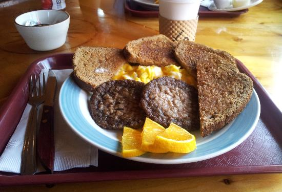 Golden Spruce Cabins: Hearty home-cooked breakfast