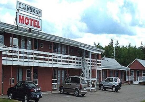 The Clansman Motel: Exterior View