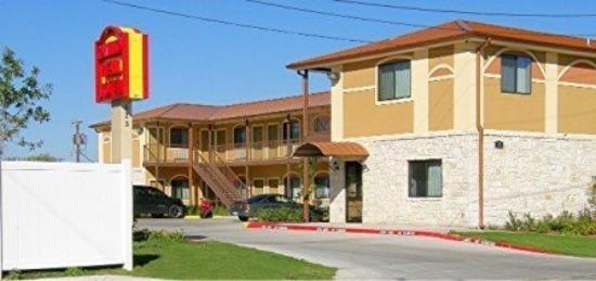Camino Real Motel: Exterior