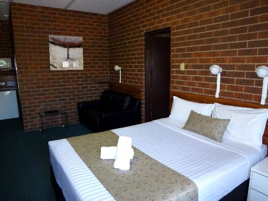 Healesville Motor Inn: Main room in 2 bedroom Suite