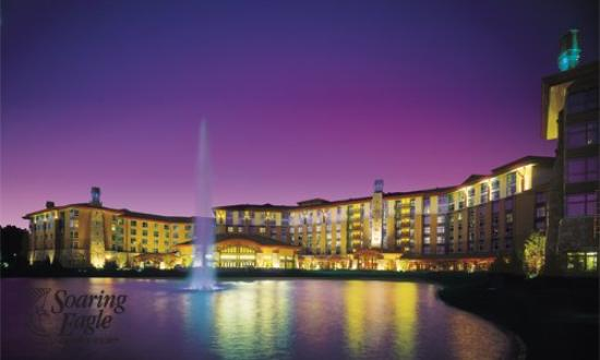 Soaring Eagle Casino & Resort: Nightime Pond View
