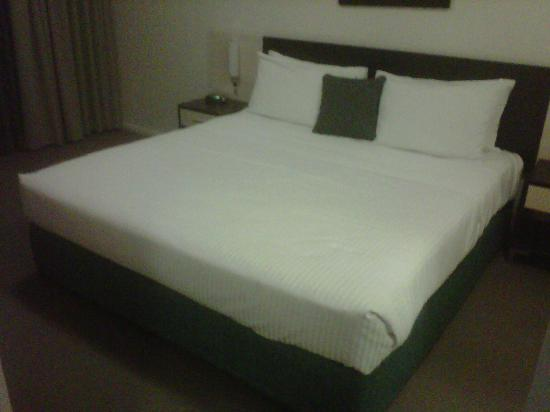 BEST WESTERN City Sands-Wollongong Golf Club: King Bedroom