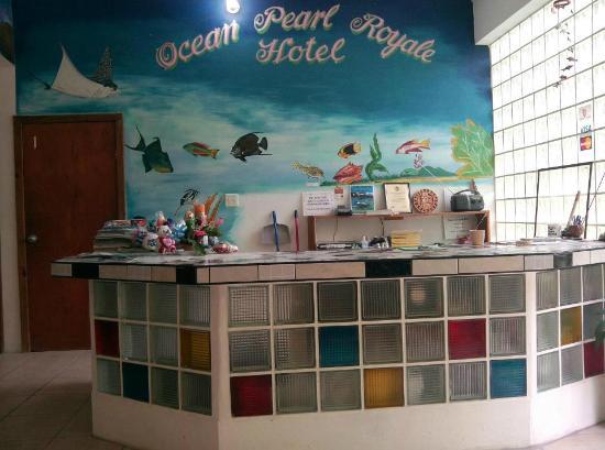 Ocean Pearle Royale Hotel: Front Desk