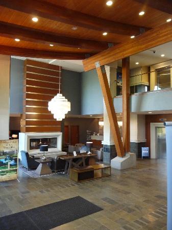 The Sutton Place Hotel Revelstoke Mountain Resort: Lobby