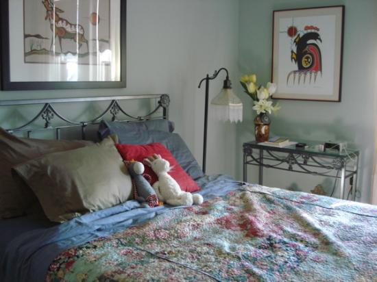 Turtle Island Bed and Breakfast: Algonquin Room
