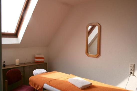 Domino Hotel: Massage