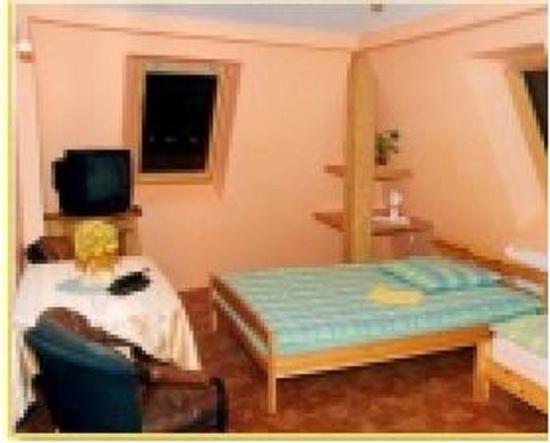 Mac-Tur: Guest Room
