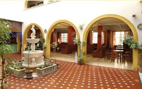 Kross Hotel Goya : Lounge