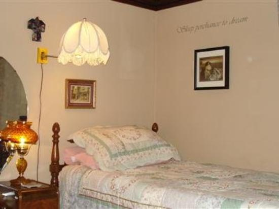 Kennedy House B&B: Guest Room