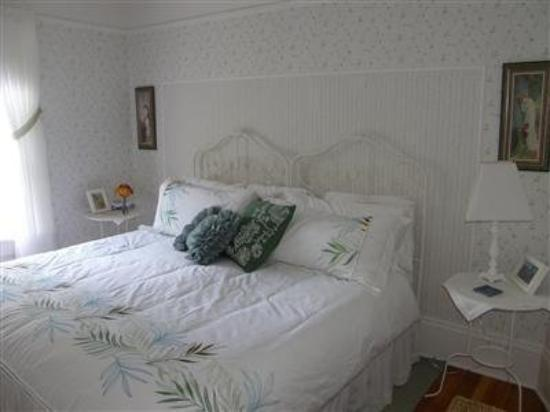 Fisher House Bed and Breakfast: Guest Room