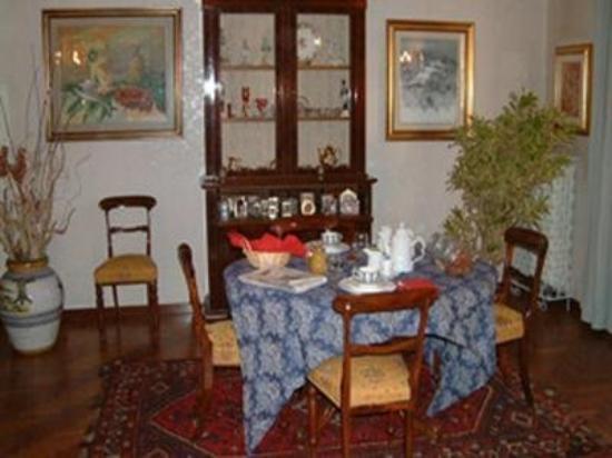 B & B Gianicolo's Home: Interior Dinning Room