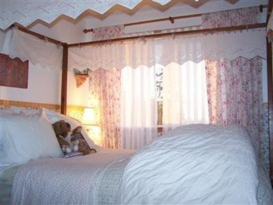 Annabelle's Bed and Breakfast: Guest Room