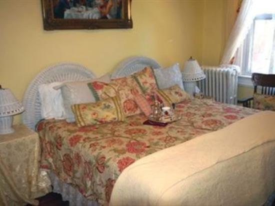 The Inn at Dupont South: Guest Room